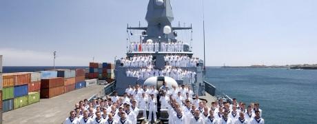 Die Fregatte mit Besatzung