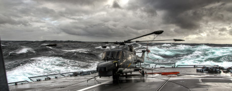 Hubschrauber bei schwerer See